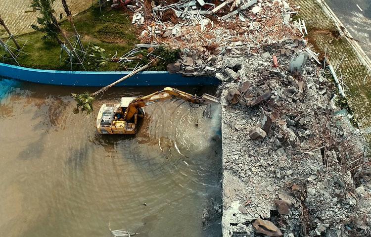 Công viên nước Thanh Hà bị phá dỡ - Ảnh 2.