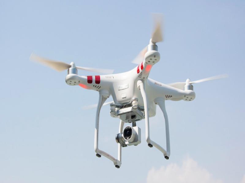 Cấm flycam bay trong phạm vi 8km từ ranh cảng hàng không - Ảnh 1.