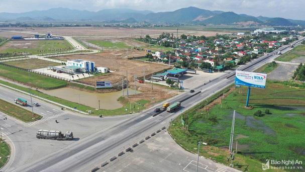 Tỉnh Nghệ An đối thoại với người dân bị ảnh hưởng trong dự án KCN WHA - Ảnh 2.