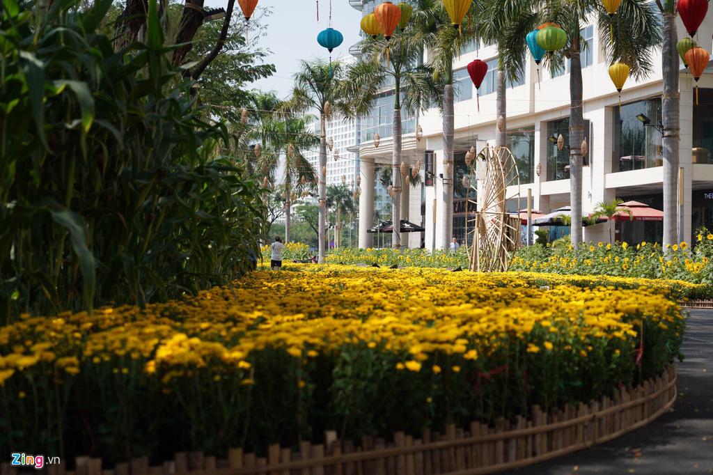 Những hình ảnh đầu tiên của đường hoa Phú Mỹ Hưng - Ảnh 5.