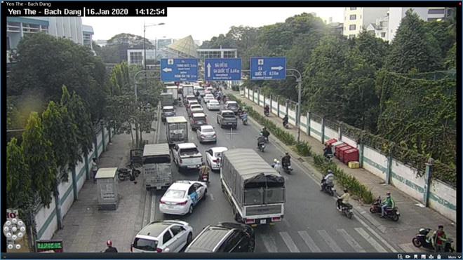 Giao thông khu vực sân bay Tân Sơn Nhất kẹt xe từ sáng tới khuya - Ảnh 2.
