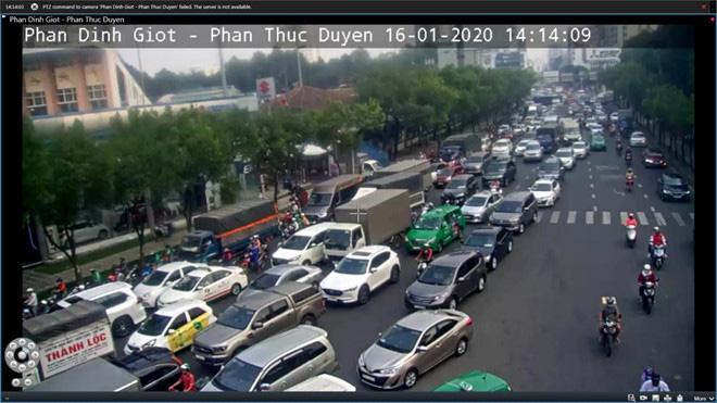 Giao thông khu vực sân bay Tân Sơn Nhất kẹt xe từ sáng tới khuya - Ảnh 4.