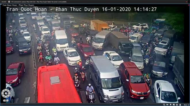 Giao thông khu vực sân bay Tân Sơn Nhất kẹt xe từ sáng tới khuya - Ảnh 5.