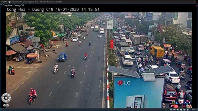Giao thông khu vực sân bay Tân Sơn Nhất kẹt xe từ sáng tới khuya - Ảnh 3.