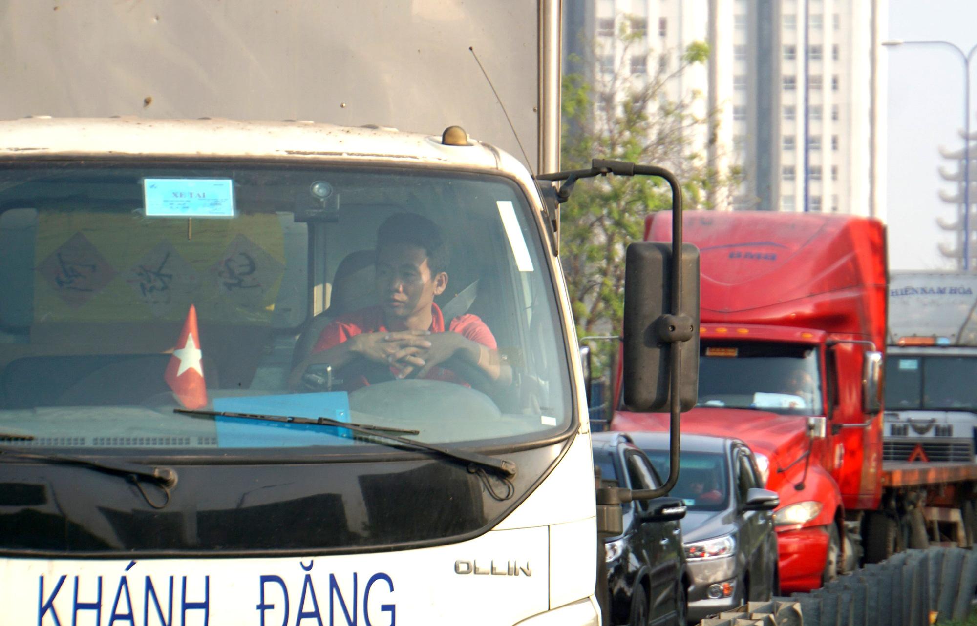 Kinh hoàng cảnh kẹt xe trên mọi ngả đường khu Đông TP HCM - Ảnh 6.