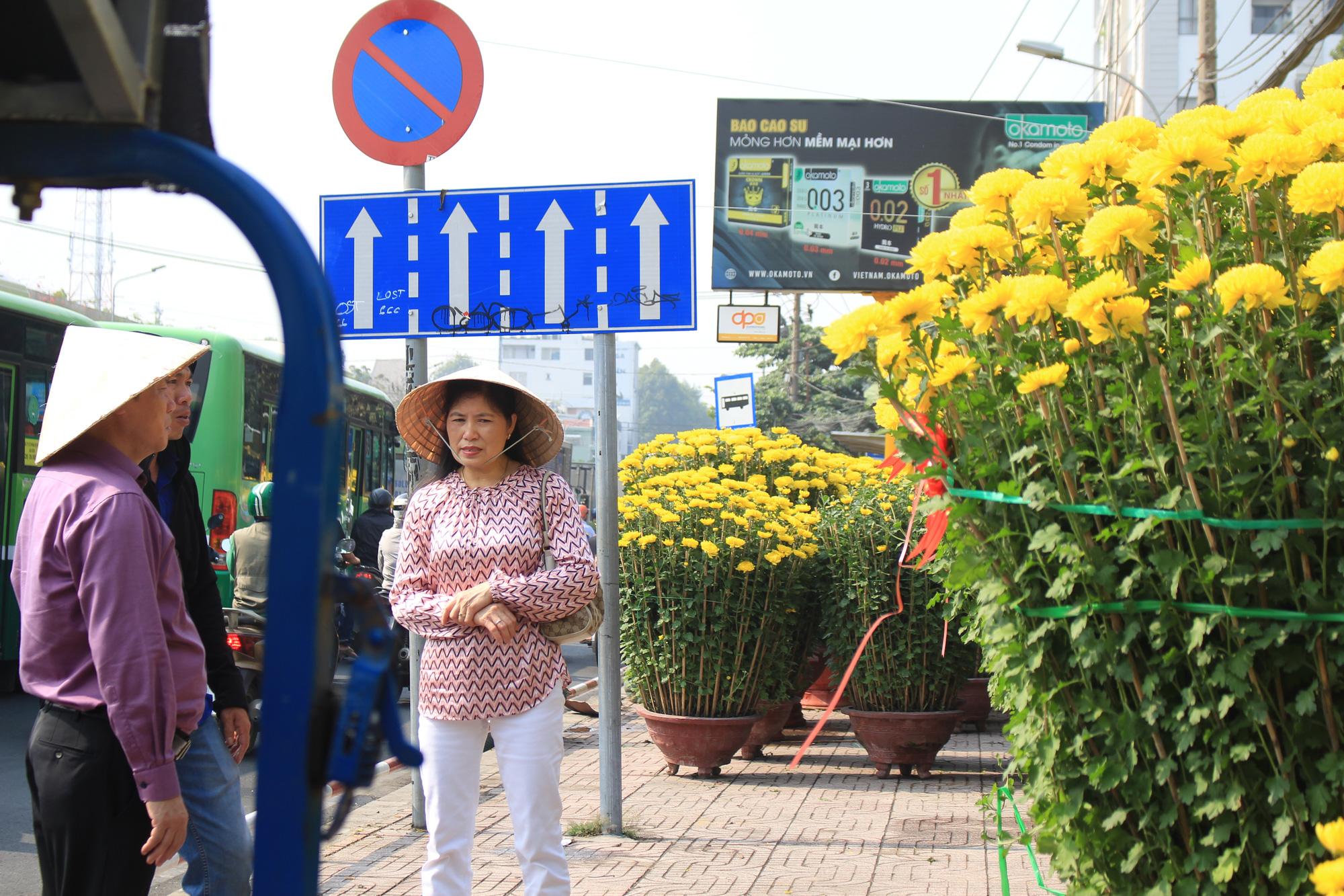 Mai Sài Gòn ồ ạt ra chợ, đi máy bay ra Hà Nội, sang Campuchia với giá hàng chục triệu đồng - Ảnh 12.