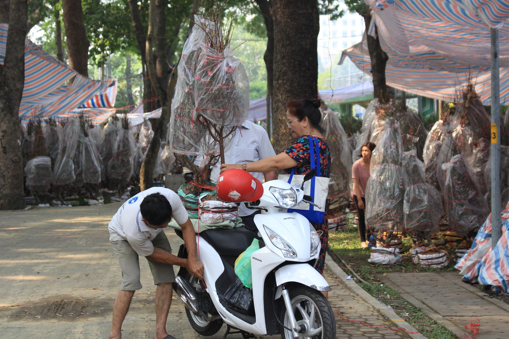 Đào Nhật Tân giá hàng chục triệu đồng đổ về Sài Gòn chơi Tết - Ảnh 8.