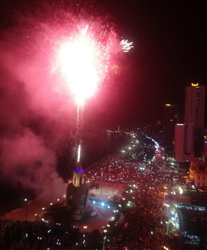 Nha Trang và Cam Ranh tổ chức bắn pháo hoa vào đêm giao thừa đón Tết Nguyên đán Canh Tý 2020 - Ảnh 1.
