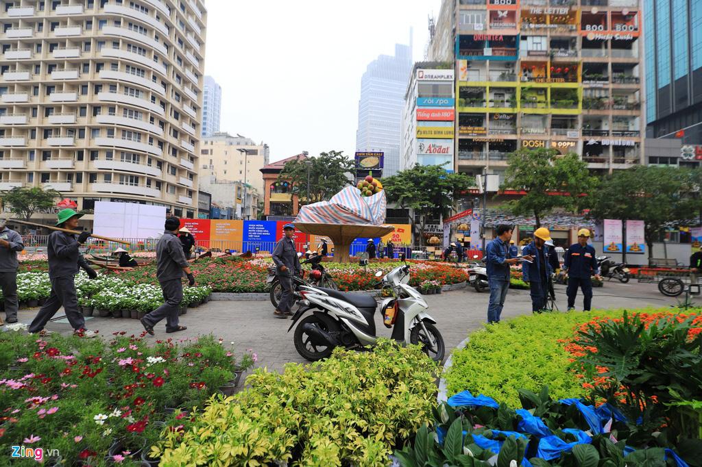 Đường hoa Nguyễn Huệ rực rỡ sắc màu trước giờ khai mạc - Ảnh 9.