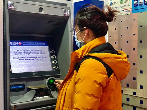 Nhiều ATM không rút được tiền - Ảnh 2.