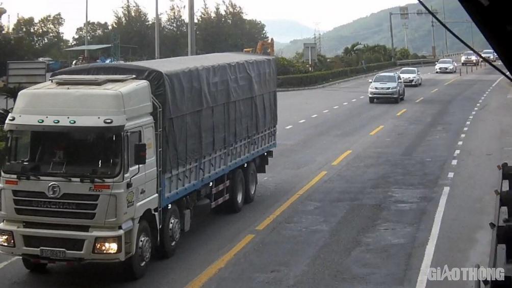 Hầm Hải Vân căng mình 24/24h dịp Tết, đảm bảo an toàn 19.000 lượt xe/ngày - Ảnh 1.