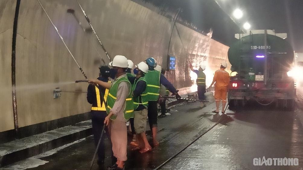 Hầm Hải Vân căng mình 24/24h dịp Tết, đảm bảo an toàn 19.000 lượt xe/ngày - Ảnh 2.