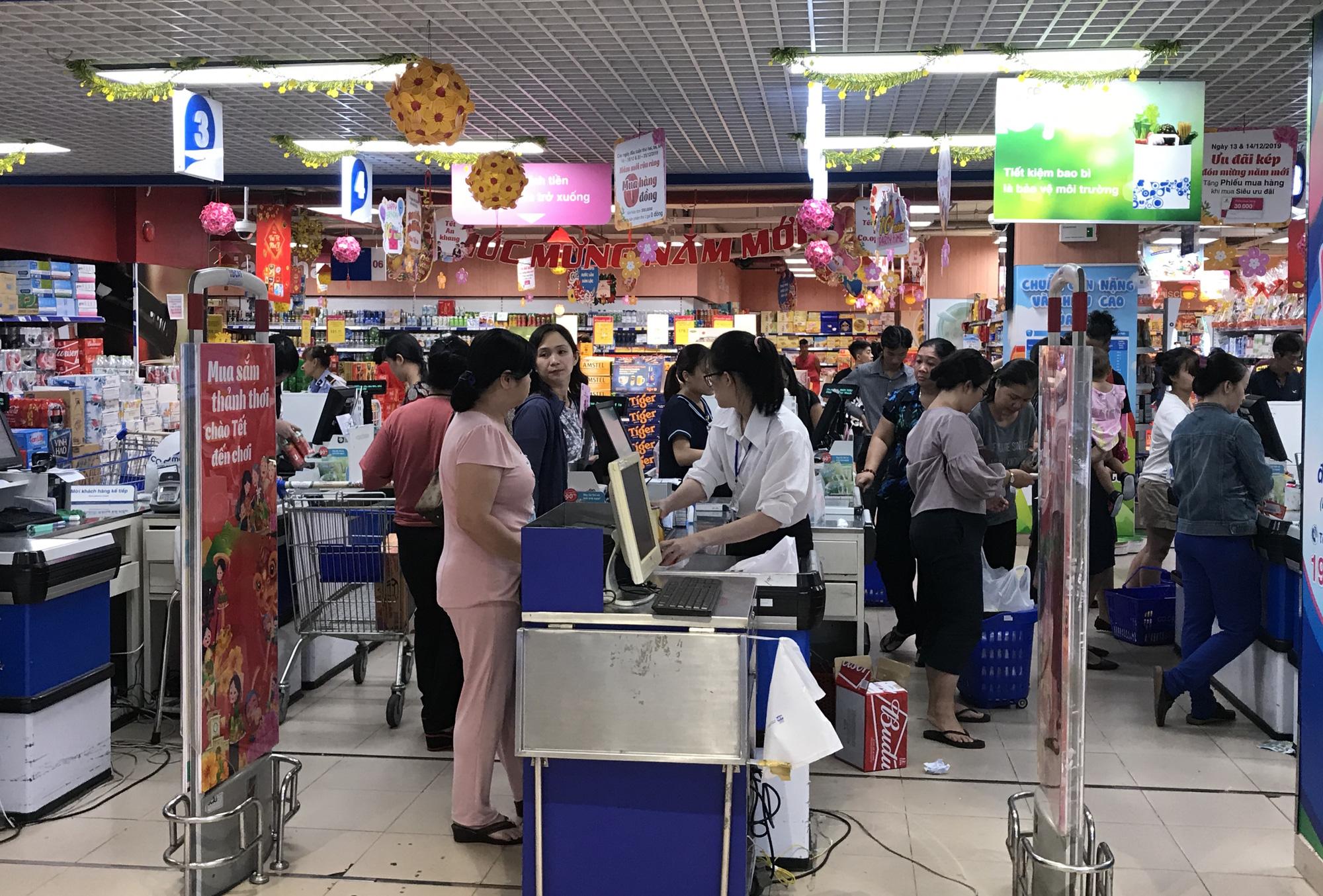 Khách chen chân mua sắm Tết, có siêu thị tuyên bố mở cửa luôn mùng 1, giảm giá thịt heo trong tuần này - Ảnh 2.