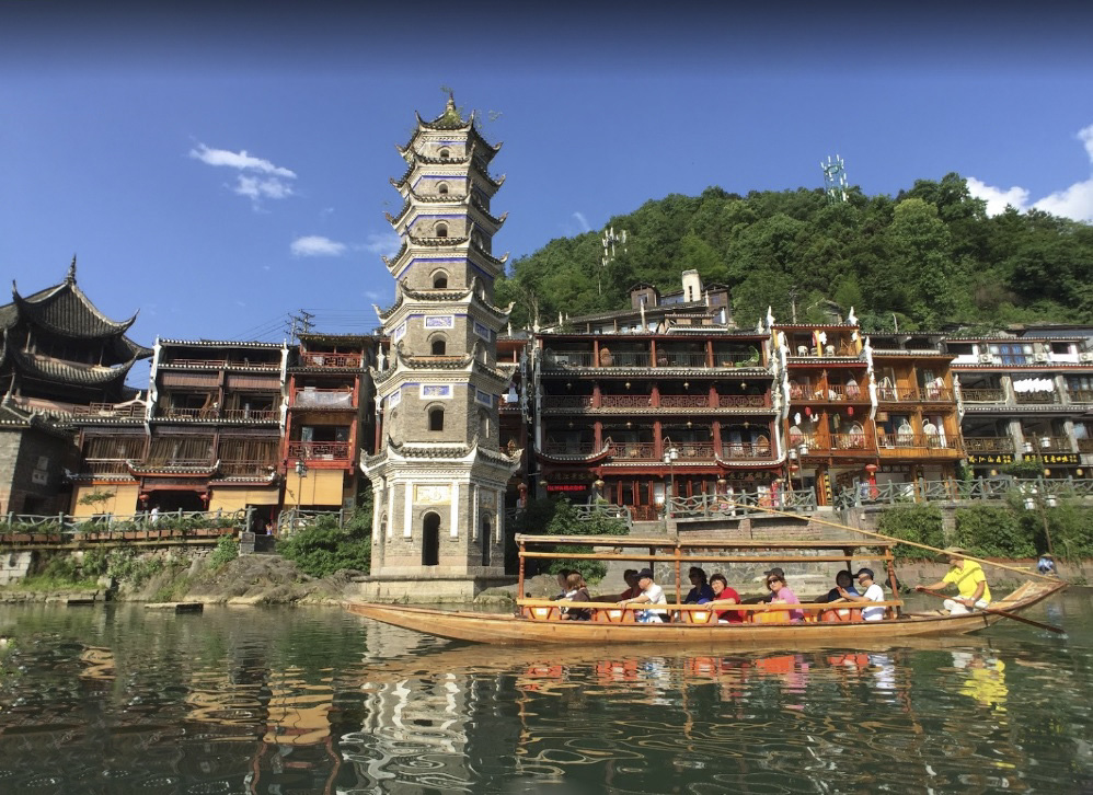 6 địa điểm hấp dẫn không nên bỏ lỡ khi du lịch Phượng Hoàng cổ trấn - Ảnh 2.