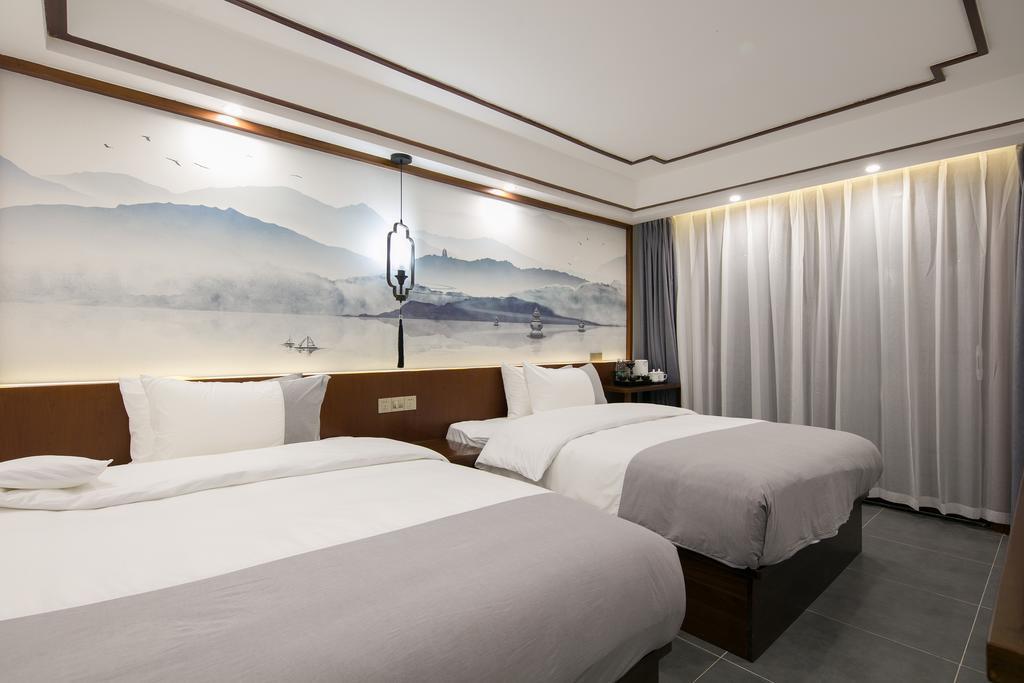 So sánh tour du lịch Tết Hà Nội - Phượng Hoàng cổ trấn - Trương Gia Giới 5 ngày 4 đêm - Ảnh 9.