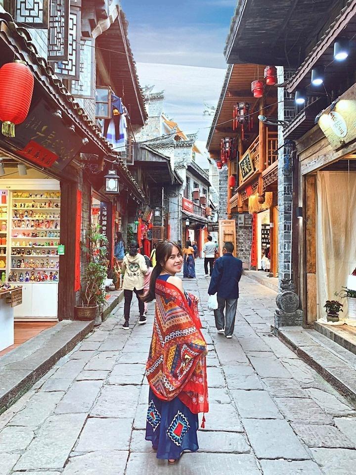 So sánh tour du lịch Tết Hà Nội - Phượng Hoàng cổ trấn - Trương Gia Giới 5 ngày 4 đêm - Ảnh 1.