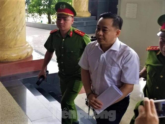 Hôm nay xét xử 2 cựu Chủ tịch TP Đà Nẵng tiếp tay cho Vũ 'nhôm' - Ảnh 3.