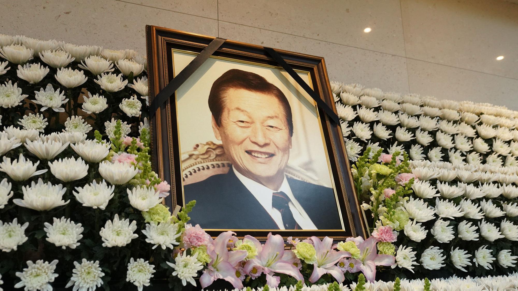 Nhà sáng lập Lotte: Từ chàng trai nghèo mê văn chương đến ông hoàng tập đoàn hàng đầu Hàn Quốc - Ảnh 1.