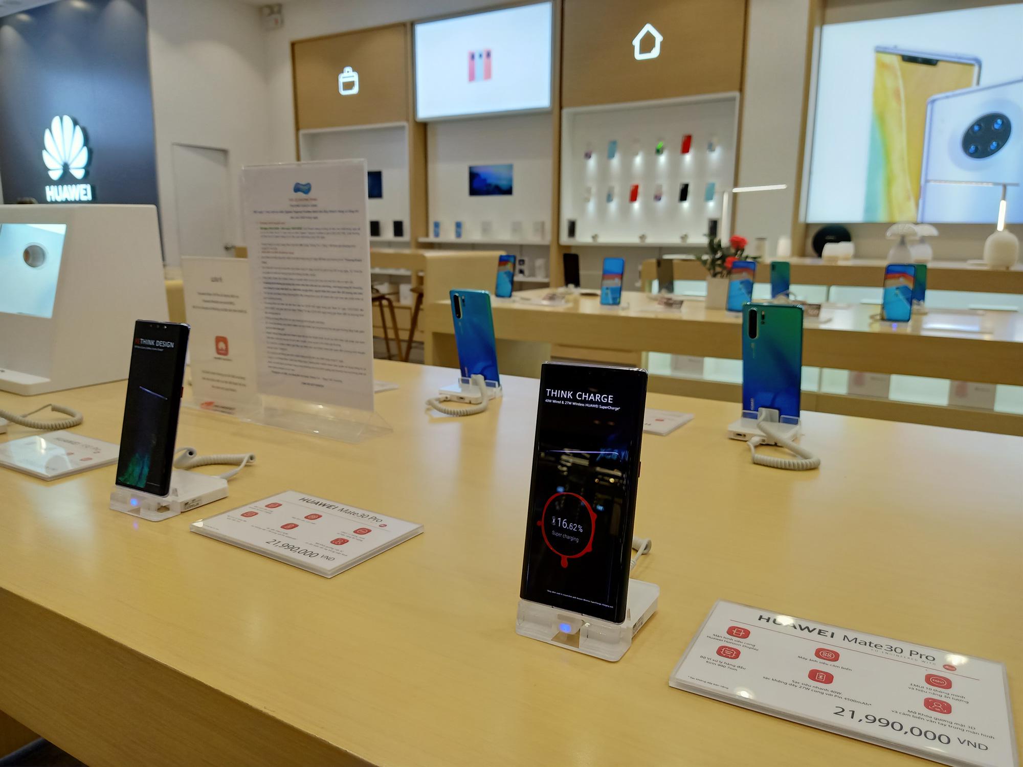 Điện thoại giảm giá tuần này: iPhone like new có giá tốt hơn, Samsung tiếp tục tung ưu đãi - Ảnh 2.