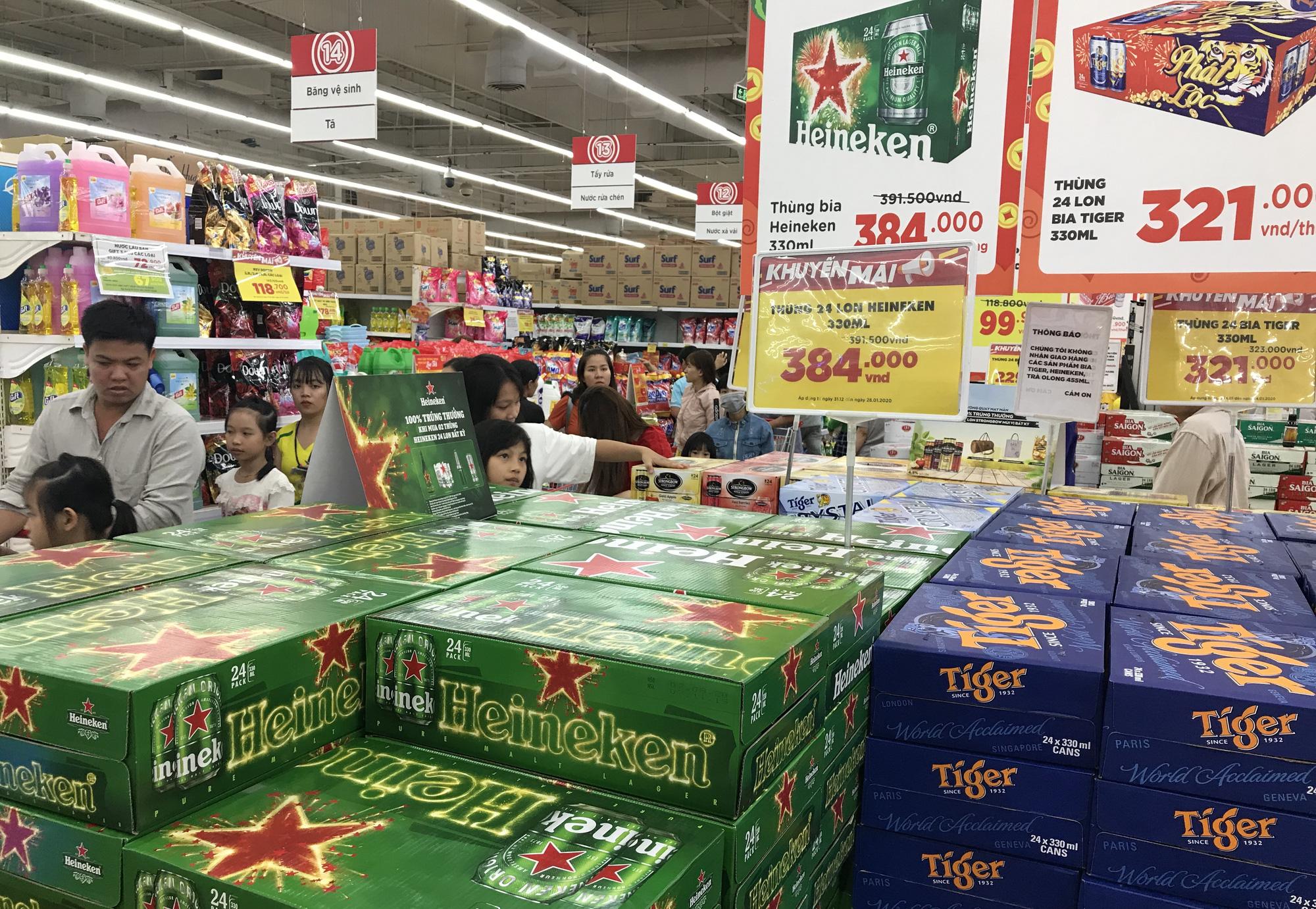 26 Tết, bia tại siêu thị còn ê hề, đại lí giảm giá vì dân nhậu 'ớn' Nghị định 100,  - Ảnh 3.