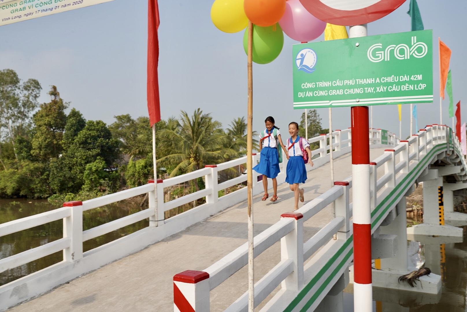 Vừa nhậm chức, nữ CEO Grab Việt Nam đã khánh thành cầu dân sinh 900 triệu đồng cho người dân miền Tây - Ảnh 1.