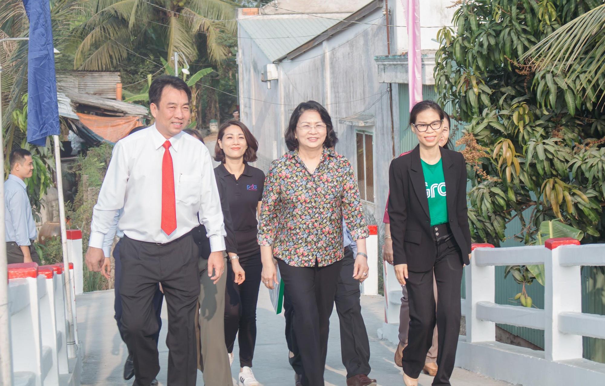 Vừa nhậm chức, nữ CEO Grab Việt Nam đã khánh thành cầu dân sinh 900 triệu đồng cho người dân miền Tây - Ảnh 5.