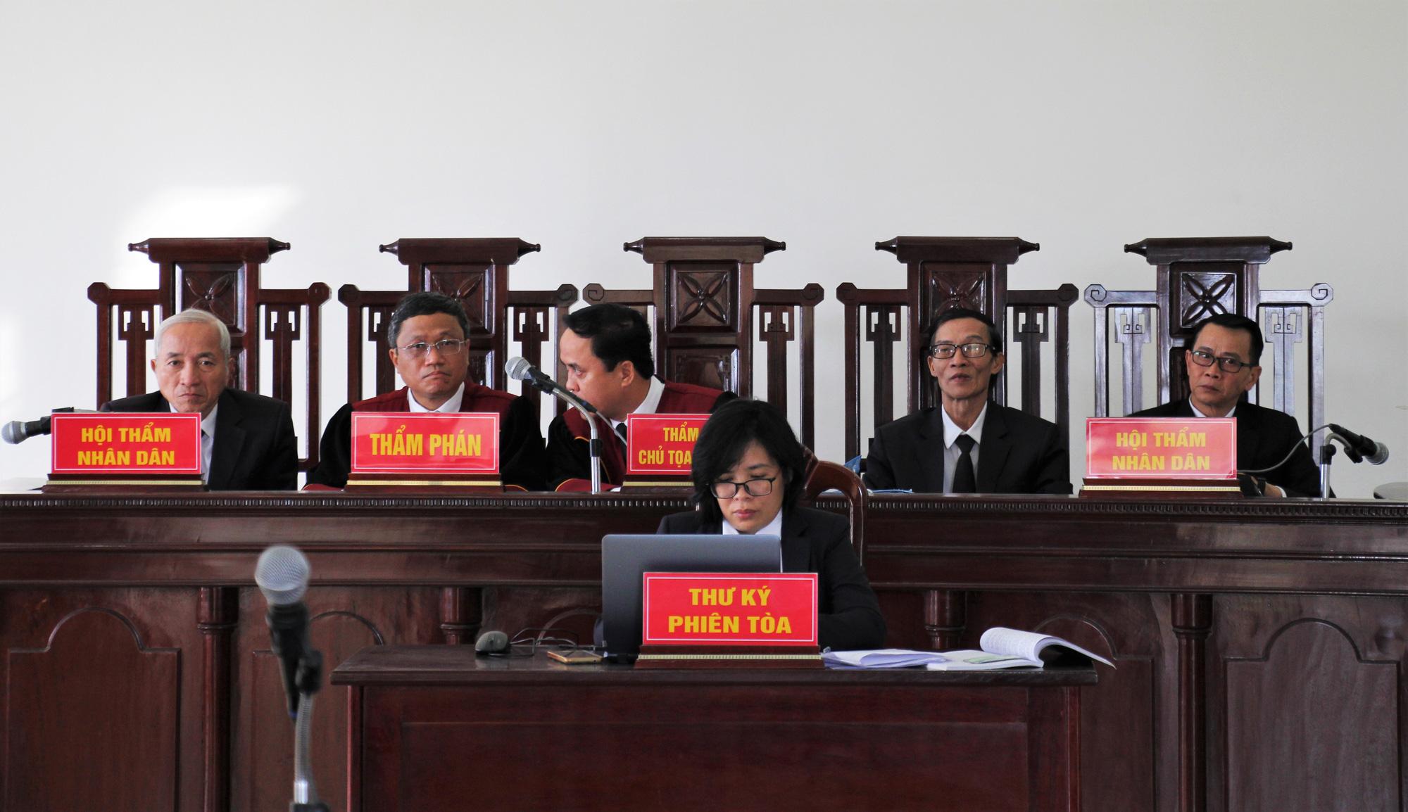 Vụ Công ty thép kiện UBND TP Đà Nẵng: Hoãn để tiếp tục thương lượng - Ảnh 1.