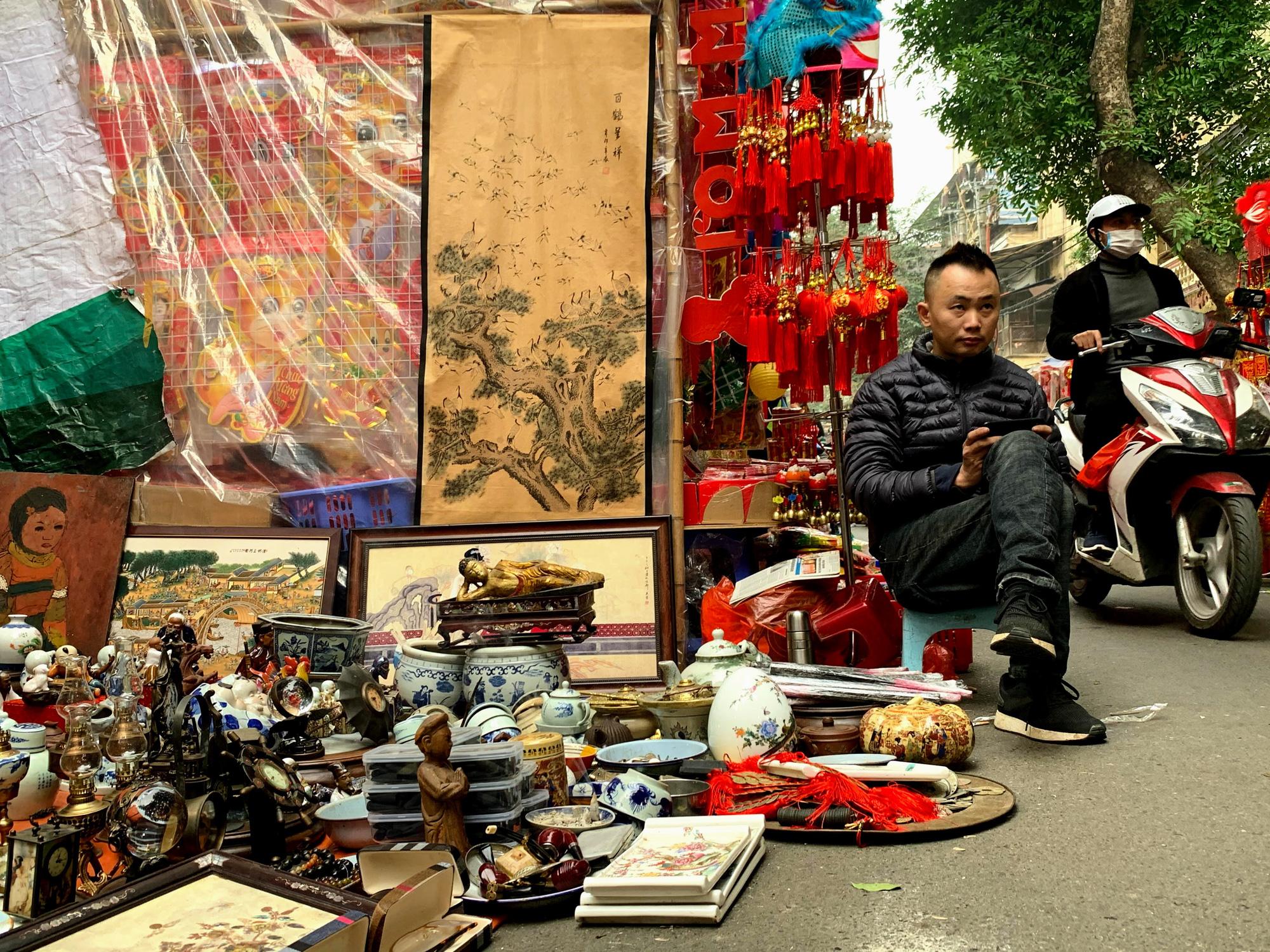 Chiều cuối năm, đột nhập chợ hoa xuân xem người Hà Nội sắm Tết - Ảnh 27.