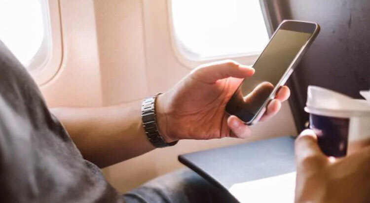 Khách bị đuổi khỏi máy bay vì tên wifi - Ảnh 1.