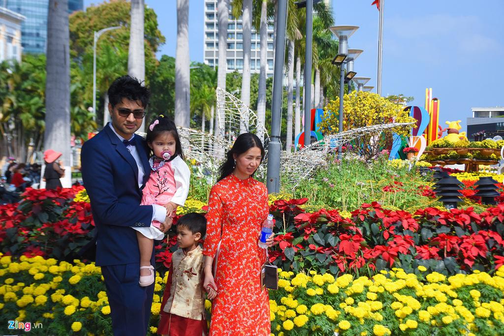 Ngắm đường hoa hơn 6 tỉ ở Đà Nẵng - Ảnh 10.