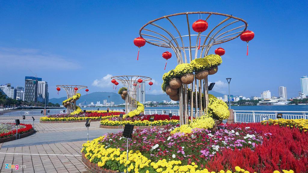 Ngắm đường hoa hơn 6 tỉ ở Đà Nẵng - Ảnh 4.