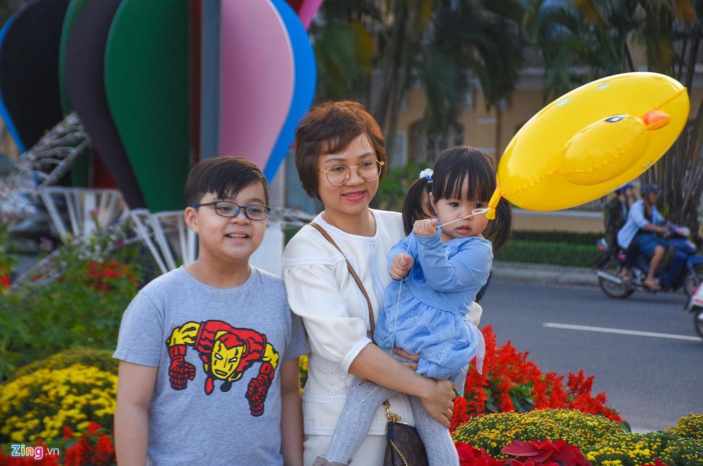Ngắm đường hoa hơn 6 tỉ ở Đà Nẵng - Ảnh 7.