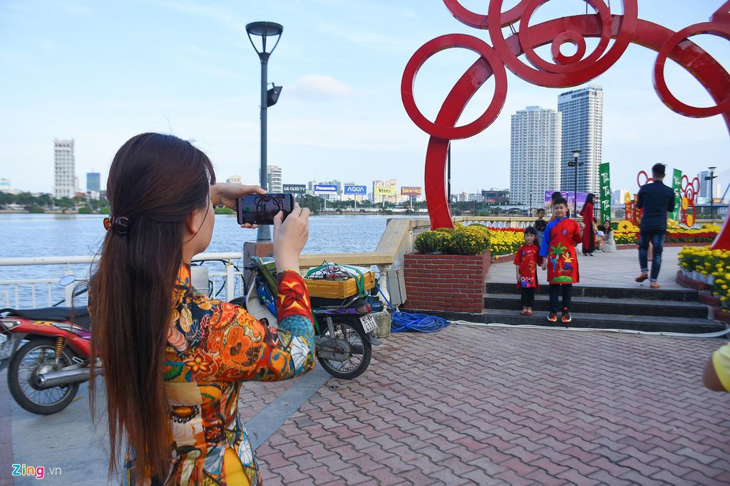 Ngắm đường hoa hơn 6 tỉ ở Đà Nẵng - Ảnh 9.