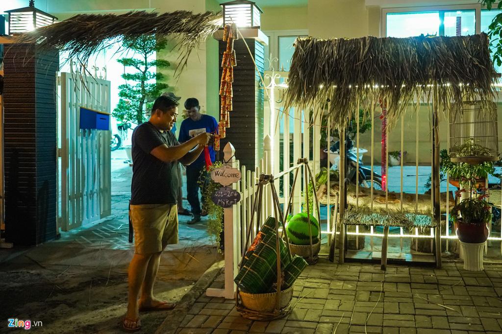 Cảnh trang hoàng đón Tết tại phố nhà giàu TP HCM - Ảnh 7.