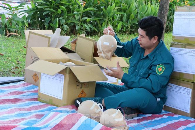Cận cảnh trận địa pháo hoa lớn nhất Sài Gòn trước giờ 'khai hỏa' - Ảnh 3.