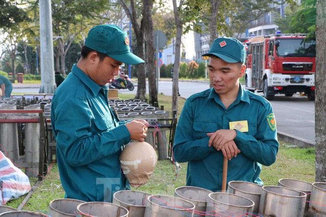 Cận cảnh trận địa pháo hoa lớn nhất Sài Gòn trước giờ 'khai hỏa' - Ảnh 6.