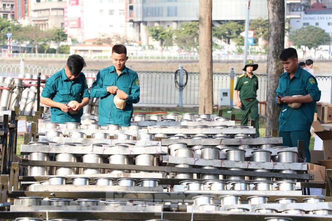 Cận cảnh trận địa pháo hoa lớn nhất Sài Gòn trước giờ 'khai hỏa' - Ảnh 11.
