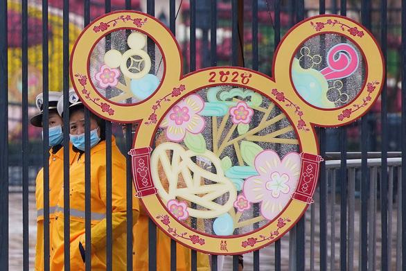 Trung Quốc tạm đóng cửa nhiều điểm du lịch phòng virus corona lan rộng - Ảnh 1.
