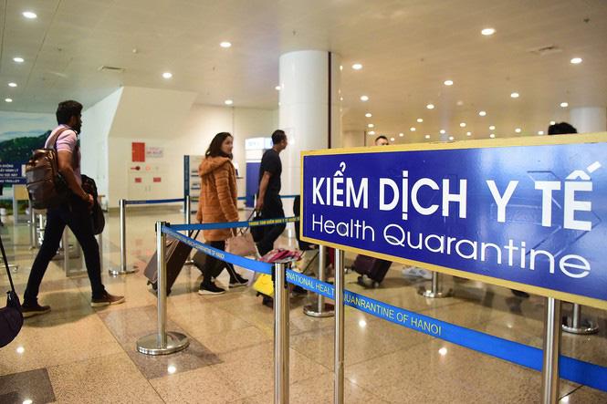 Các hàng khách đến từ Trung Quốc theo dõi chặt chẽ về kiểm dịch y tế liên quan đến dịch bệnh do virus Corona gây ra.
