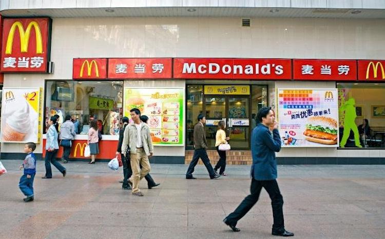 McDonald's, Disney đóng cửa vì dịch viêm phổi Vũ Hán - Ảnh 1.