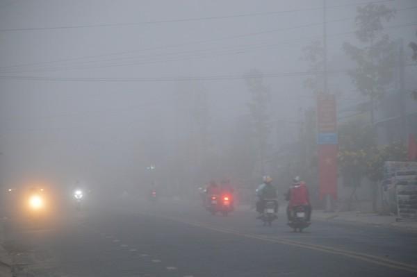 Sóc Trăng: Sương mù dày đặc sáng mùng 2 tết - Ảnh 1.