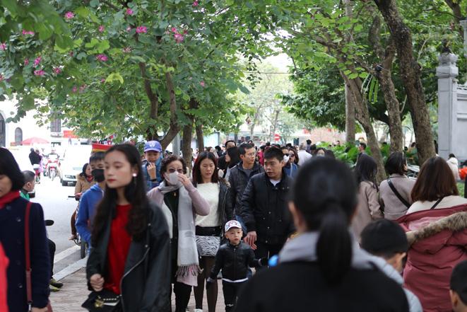 Các điểm vui chơi ở Thủ đô tấp nập khách ngày Tết - Ảnh 4.