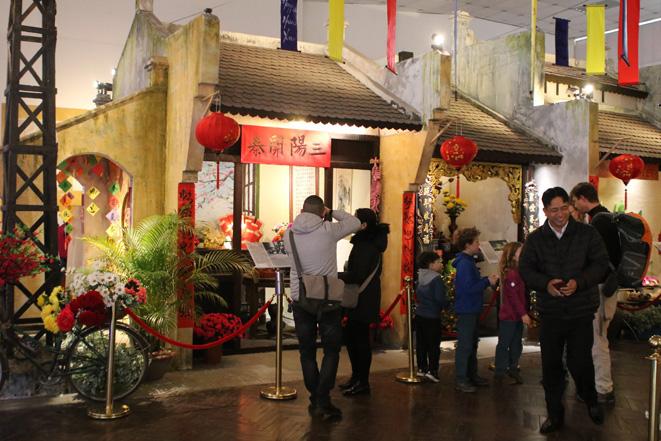 Các điểm vui chơi ở Thủ đô tấp nập khách ngày Tết - Ảnh 6.