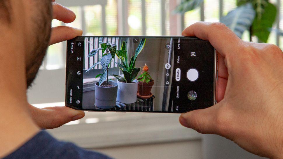 Những tính năng giúp Samsung Galaxy S20 đánh bại iPhone 12 - Ảnh 2.