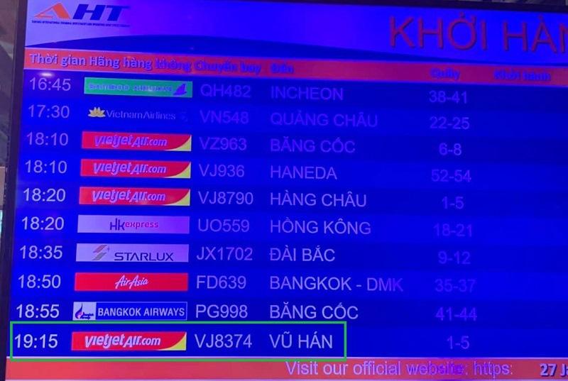 166 du khách Vũ Hán cuối cùng đã lên máy bay rời Đà Nẵng - Ảnh 1.
