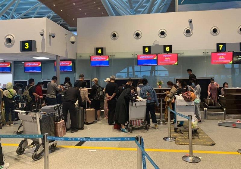 166 du khách Vũ Hán cuối cùng đã lên máy bay rời Đà Nẵng - Ảnh 4.