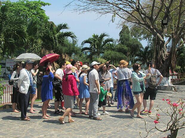 Nhiều địa phương dừng đón khách Trung Quốc - Ảnh 2.