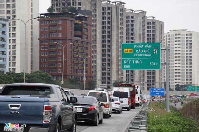 Người dân đổ về Hà Nội, cao tốc ùn tắc gần 10 km - Ảnh 1.