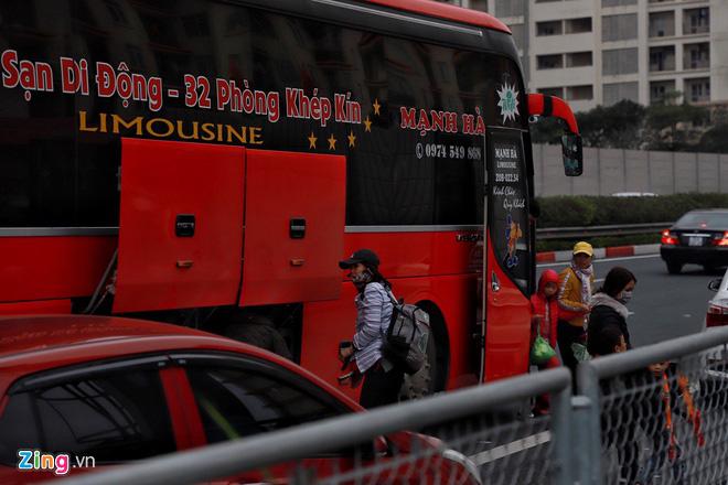 Người dân đổ về Hà Nội, cao tốc ùn tắc gần 10 km - Ảnh 10.