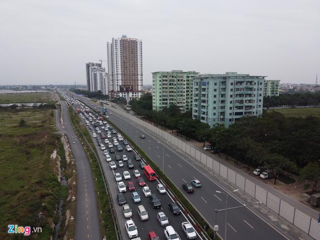 Người dân đổ về Hà Nội, cao tốc ùn tắc gần 10 km - Ảnh 5.